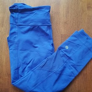 Lululemon legging with large side pocket size 8 pu